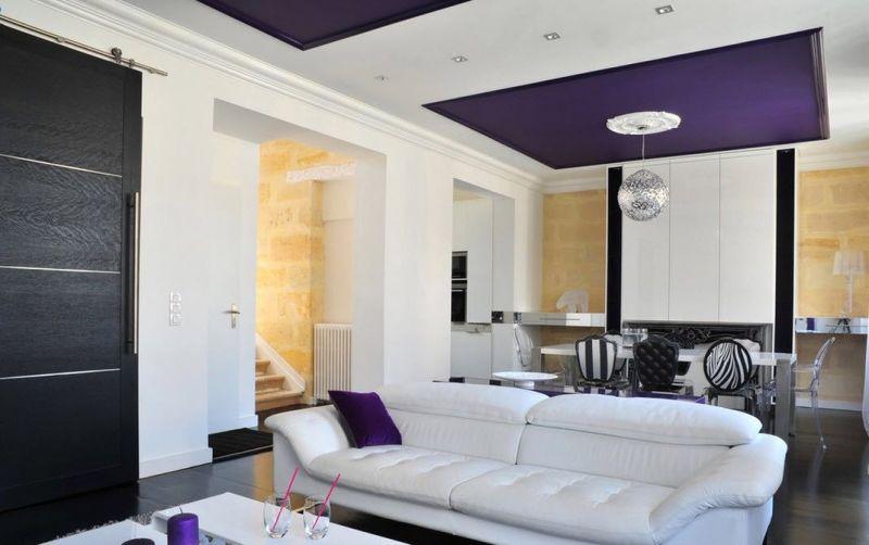 Потолок для гостиной: советы по выбору материалов и сочетанию стилей