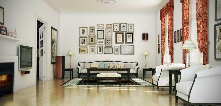 Классический дизайн гостиной с большим диваном и рамками на стене фото