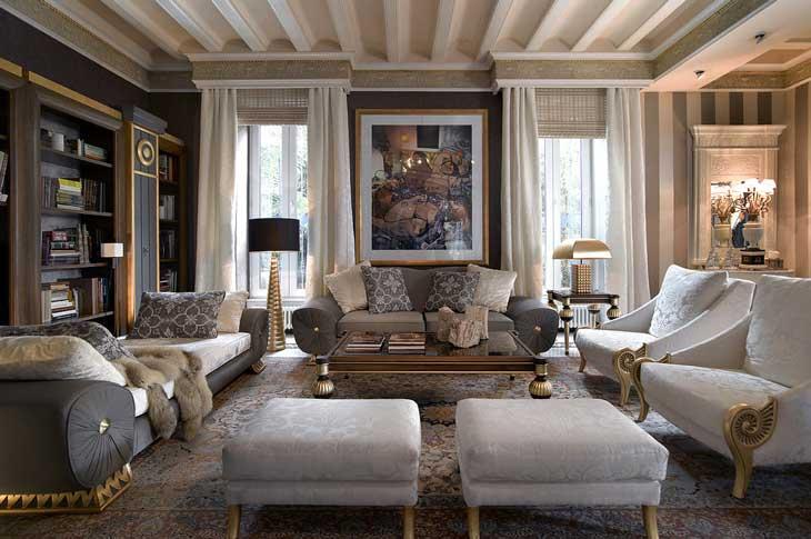 большая гостиная в классическом стиле с балками на потолке фото