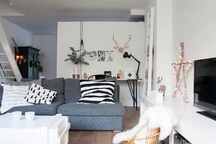 Красивая гостиная с серым диваном фото